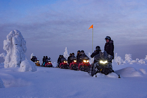 Snowmobile expedition - NordGuide