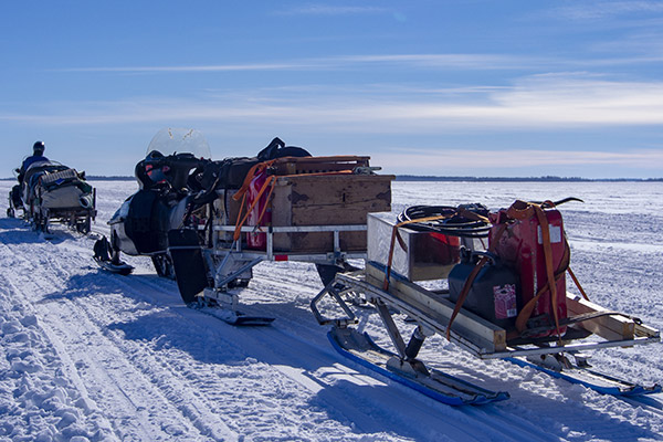 Snowmobile load glamping - NordGuide